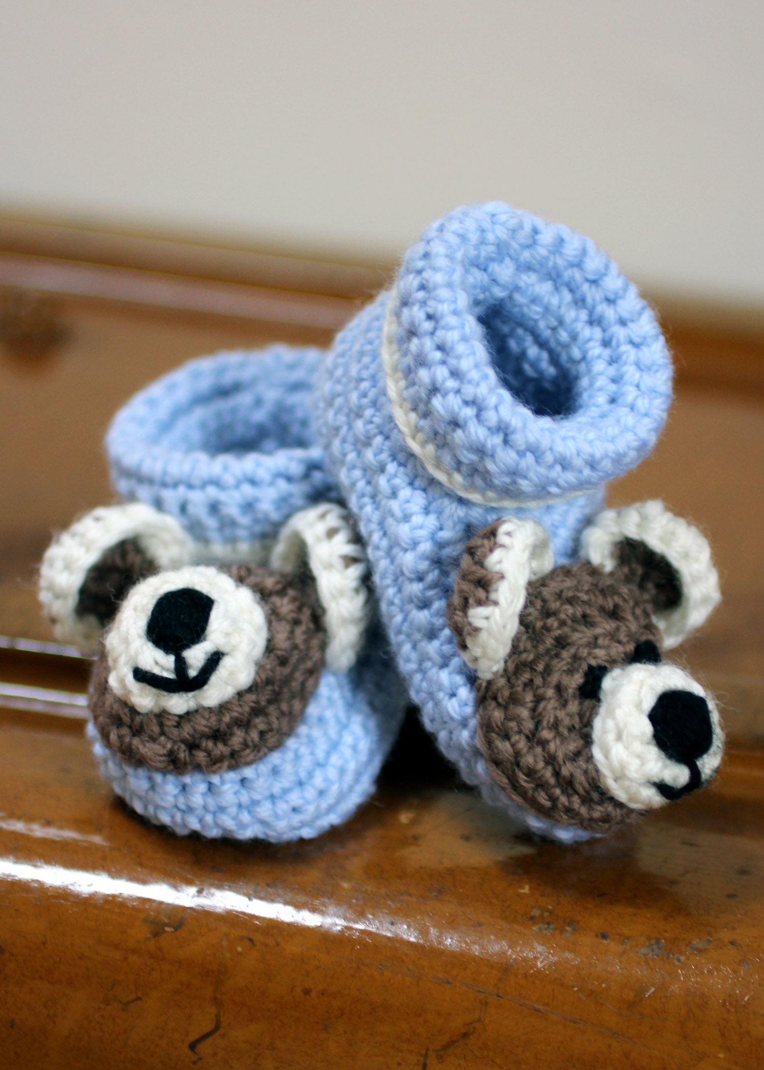 Crochet Baby Bear Booties Pattern : Baby Booties With Teddy Bear Faces ? Lois Daykin Baby Crochet
