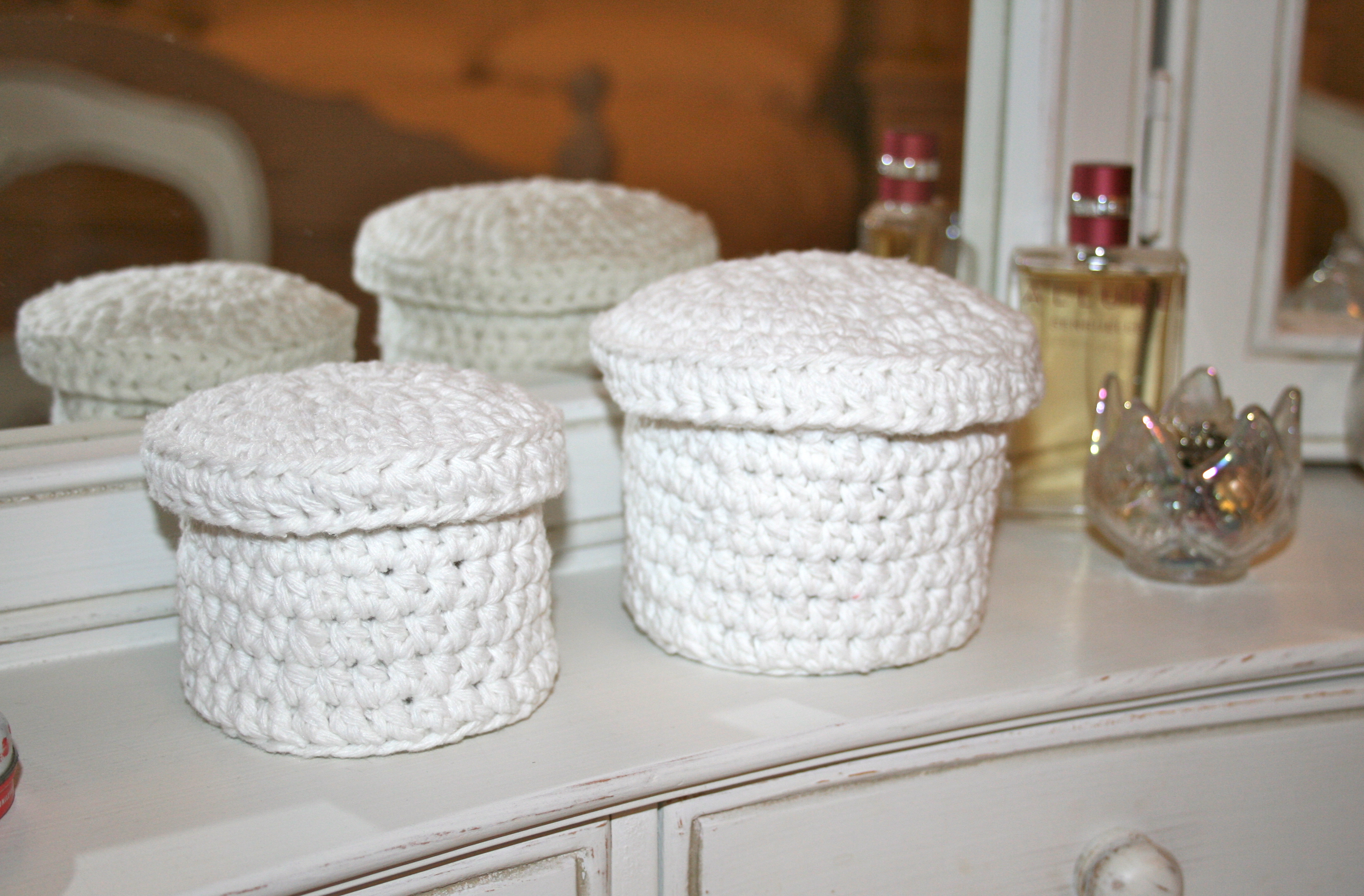 Crochet Christmas Gift Ideas – Storage Pots In Romantic White Cotton