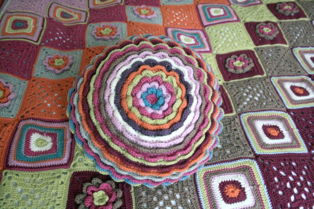 BloomingFlowerCushionandColourfulBlanket