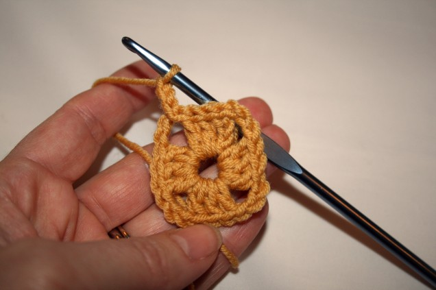 Granny Square Tutorial Chain Start Second Round