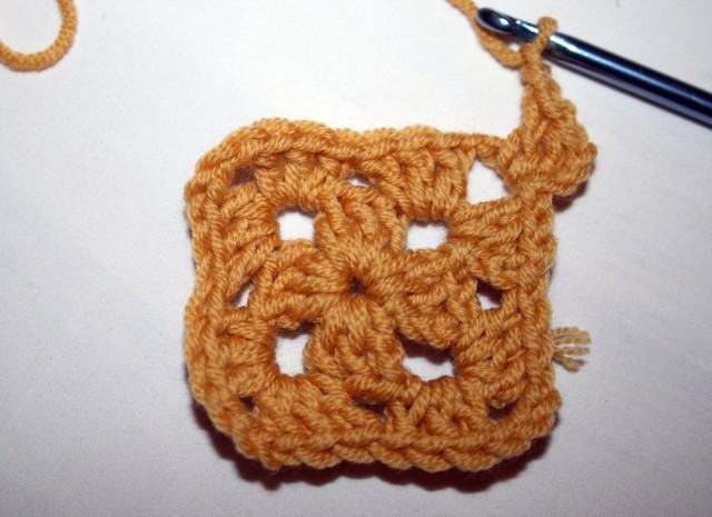 Granny Square Tutorial Third Round First Corner