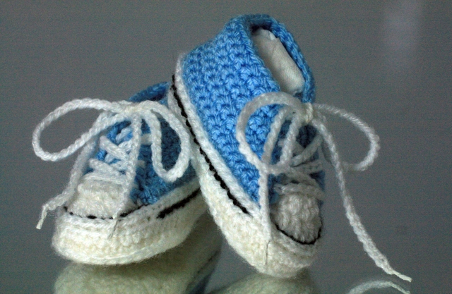Crochet Baby Booties High Top Converse Style Pattern : Converse Style Crochet Baby Bootees thegrangerange