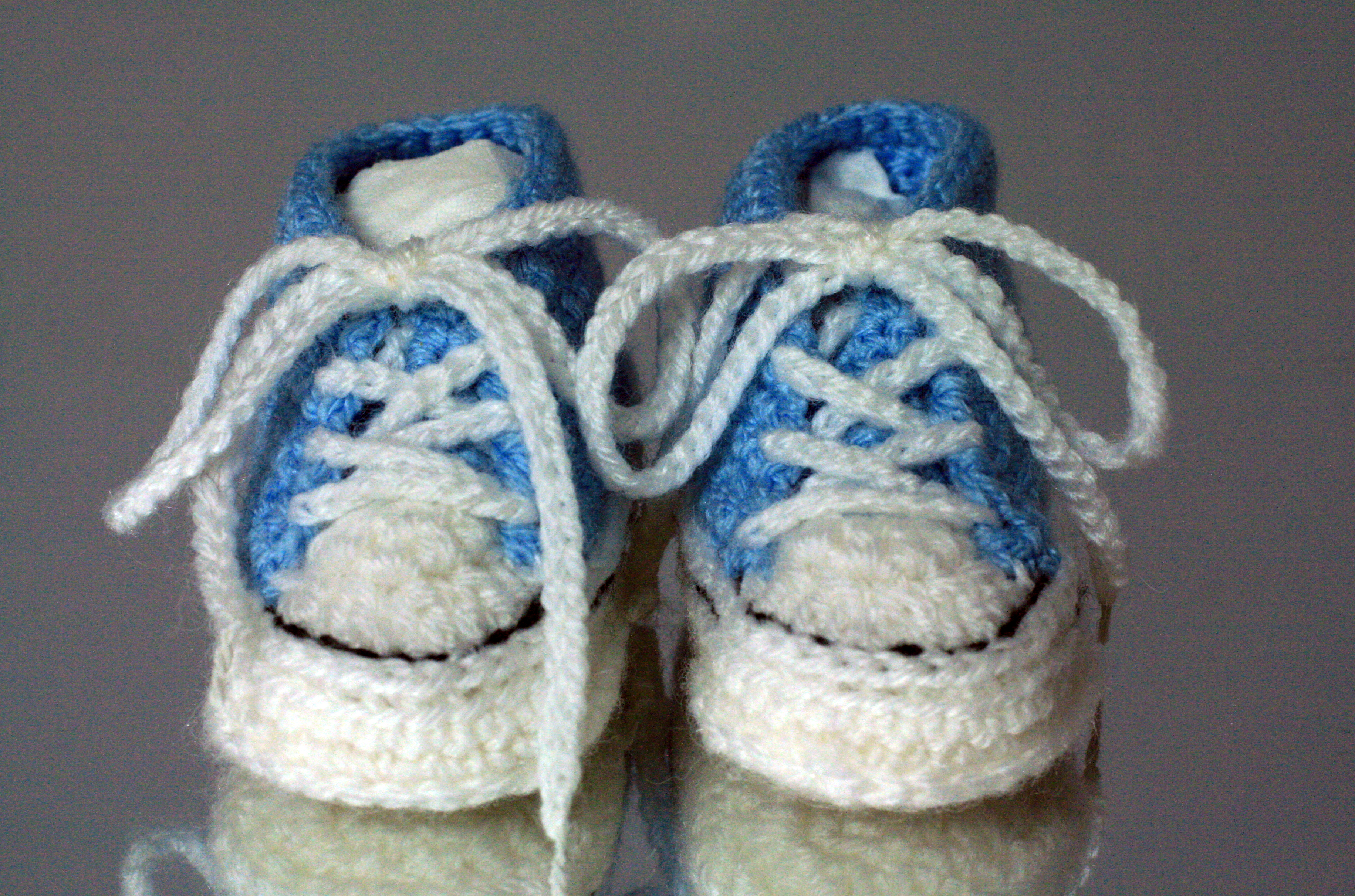 Crochet Baby Converse Pattern Free : Converse Style Crochet Baby Bootees