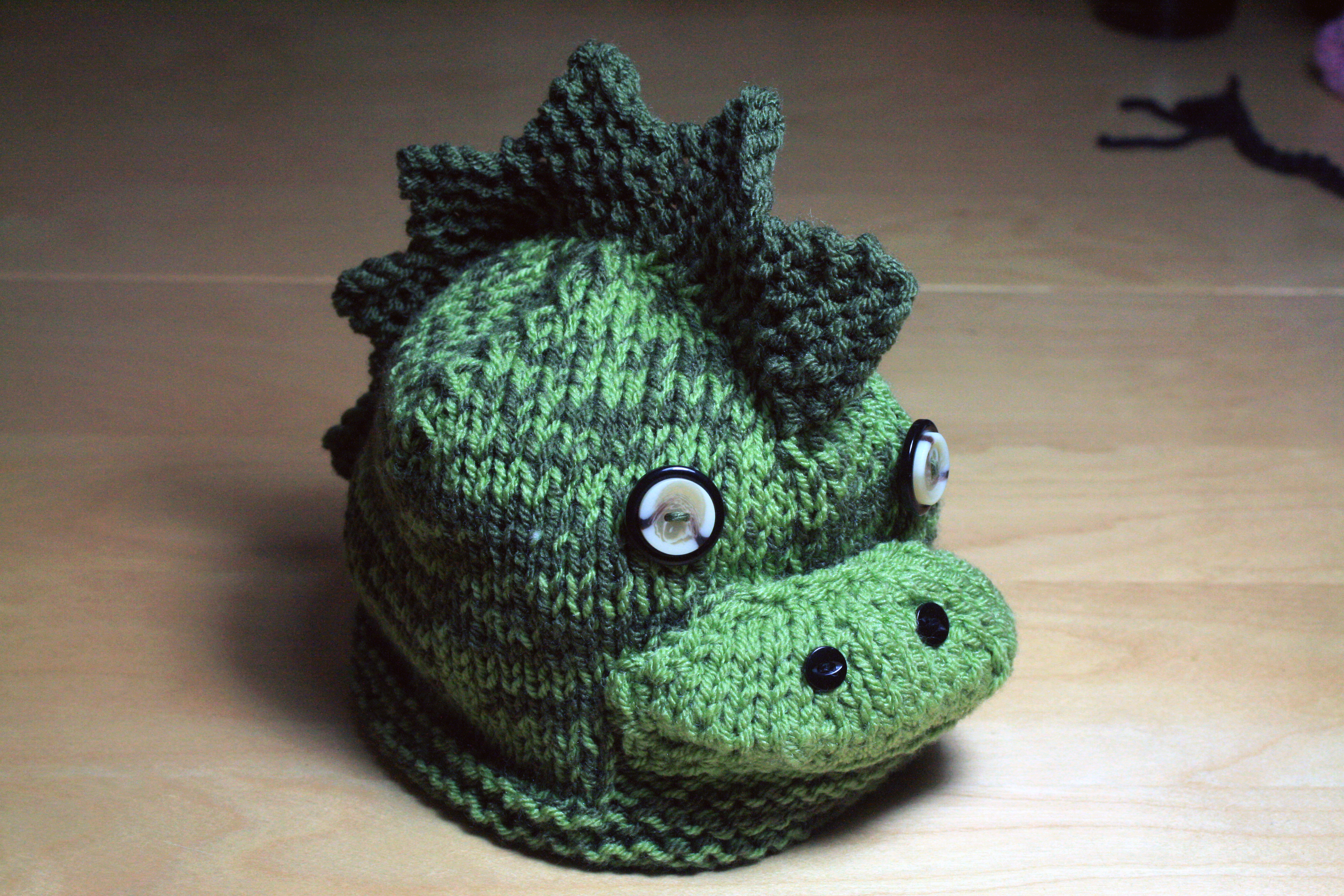 Knitting Patterns For Dinosaurs : Knitted Dinosaur Hat