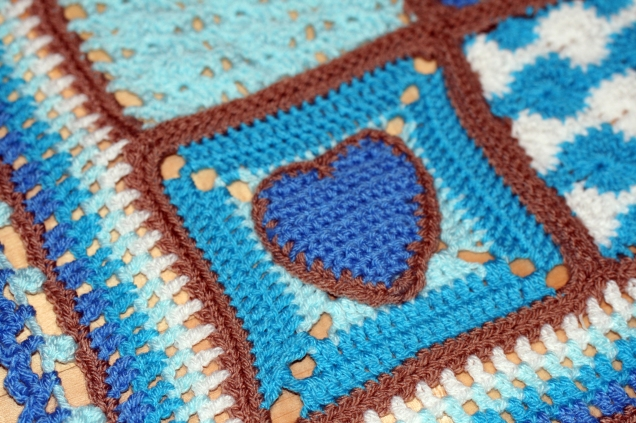 baby-blanket-heart-square-4